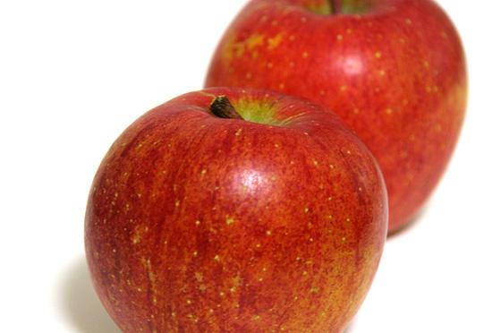 つるんとしたりんご。